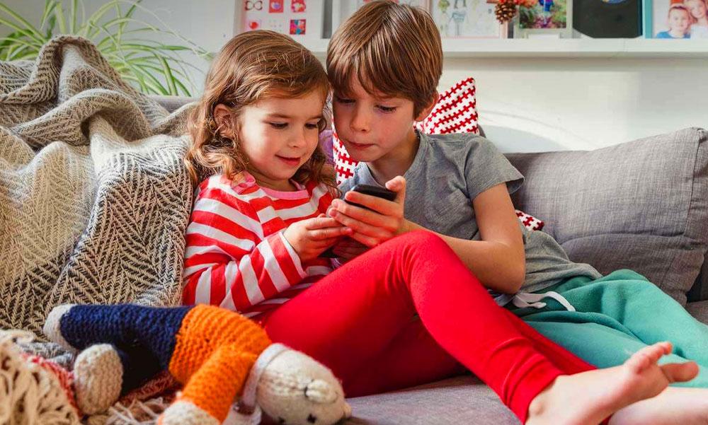 Durva dolgokat művelhet a lájkvadászat, a Youtube és a videójátékok tömege a gyerekekkel – állítja a pszichológus