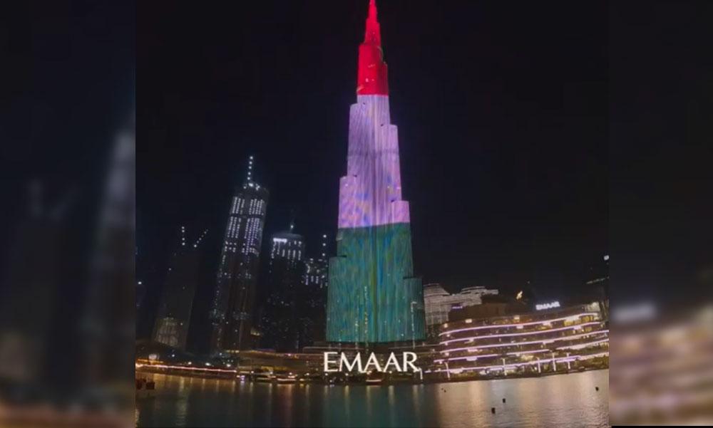 Égig érő magyar zászló Dubajban: március 15-én magyar nemzeti színekbe öltözött a világ legmagasabb felhőkarcolója