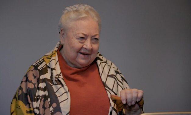 """""""Nem is akarom elengedni, hozzátartozik az életemhez"""" – 26 évesen halt meg Molnár Piroska fia, a színésznő a tragédia másnapján színpadra állt"""