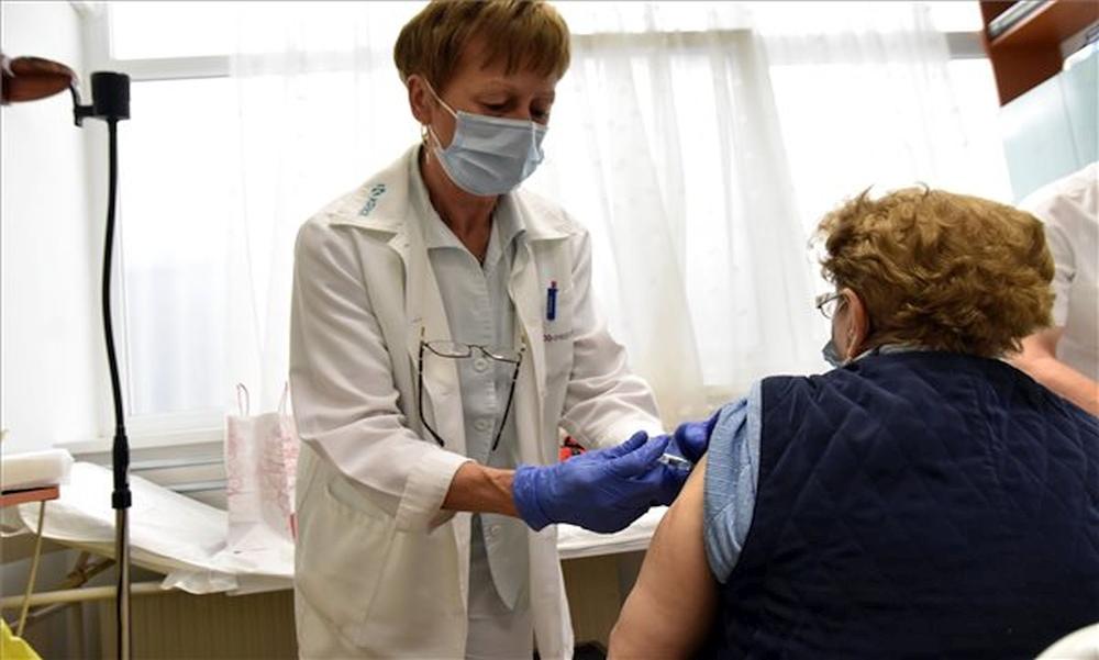 Továbbra is elkeserítőek a számok: elhunyt 253 beteg, és több mint 1500-an vannak lélegeztetőgépen