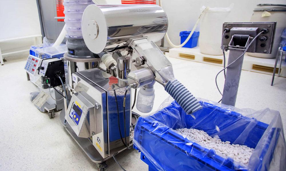 COVID-betegek kezelésére használt favipiravir gyógyszert gyártó üzemet adtak át Pilisborosjenőn