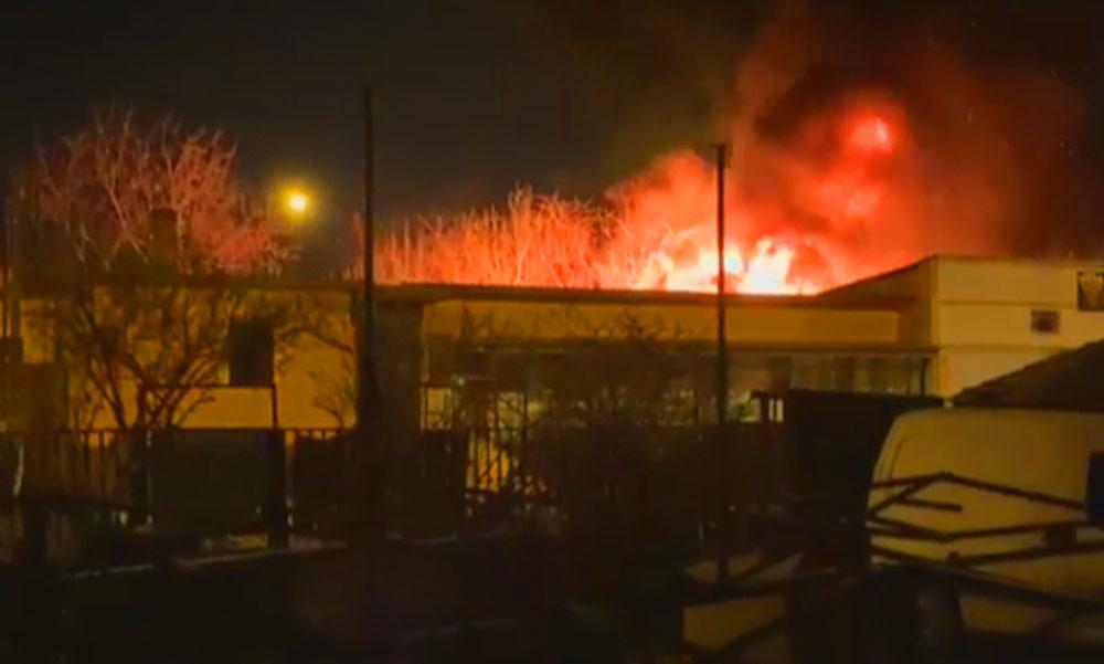 Tragédia Újpesten, épülettűzben meghalt egy ember, robbanásveszély miatt elterelték a forgalmat