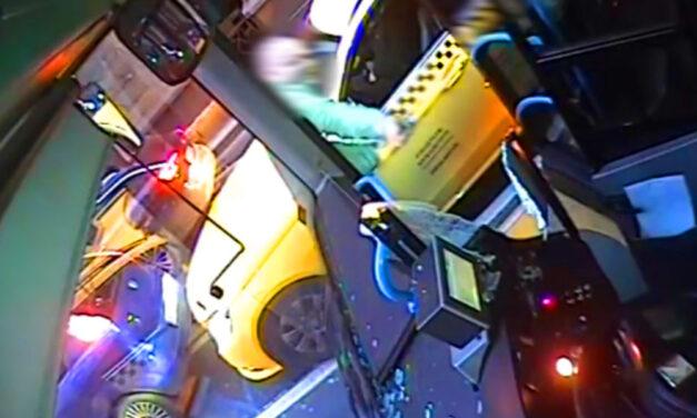 Balhé a Belvárosban, durván összeverekedett egy buszsofőr és egy taxis, videóra vették a köpködést, üvegtörést