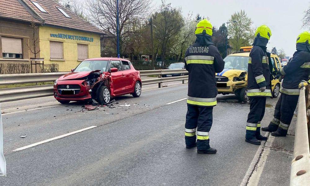 Frontálisan ütközött két autó a ferihegyi gyorsforgalmi úton