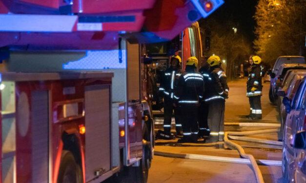 Kigyulladt egy óbudai panellakás hálószobája, a tűzoltók egy holttestet találtak a helyszínen