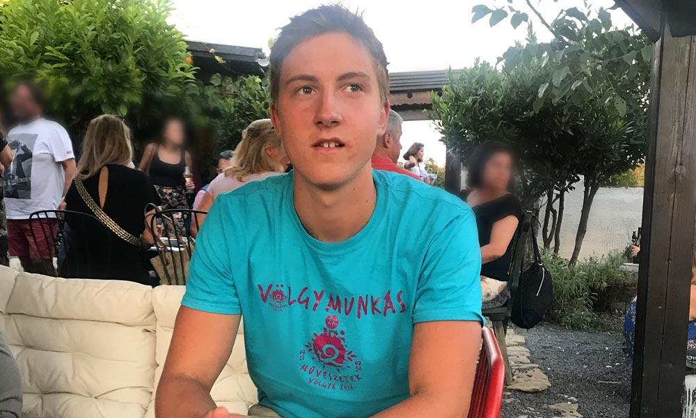 Édesanyja kétségbeesve keresi a 20 éves budapesti férfit, aki család balatoni nyaralójából indult el sportolni, azóta senki sem látta