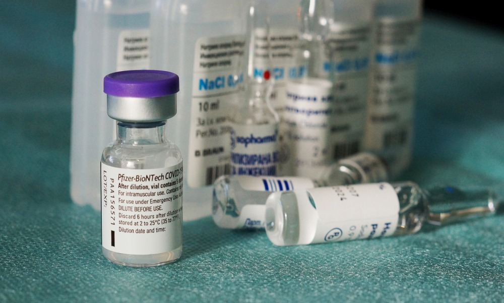 Megszületett az első összehasonlító vizsgálat: brutális mennyiségű antitest termelődik a Pfizer és az AstraZeneca első oltása után – itt vannak az eredmények