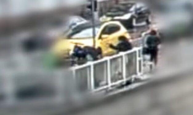 Kiraboltak egy idős bácsit a Corvin-negyedben: Többen is végignézték a 77 éves férfi és a fiatal nő dulakodását, de senki nem segített – videó