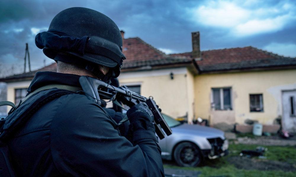 Terrorista Budapesten: Robbantani akart a férfi, a Terrorelhárítási Központ fogta el, robbanószer is volt nála