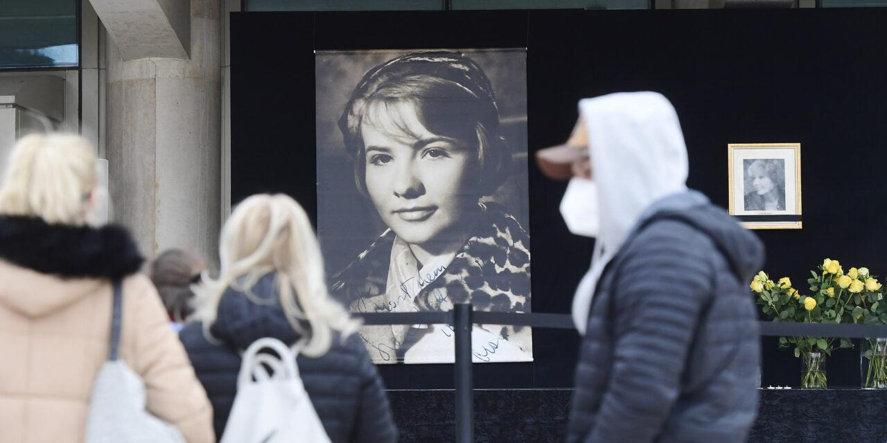 Így emlékeztek Törőcsik Marira a Nemzetinél – Vidnyánszky Attila is lerótta kegyeletét – fotók