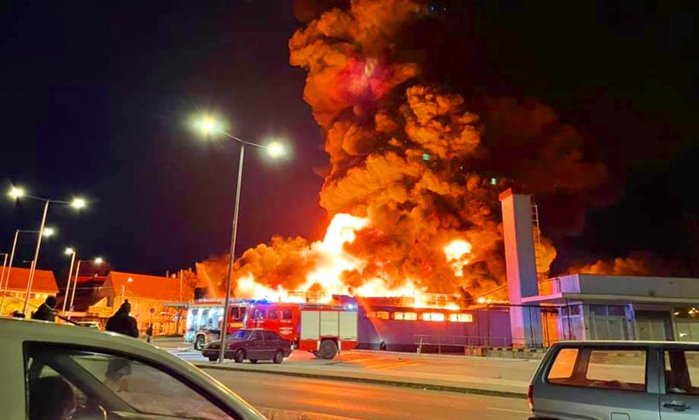 """""""Minden robbant, puffogott körülöttünk, amikor kimentettük a két nőt"""" – mondta a lángoló szentendrei Spar eladóit megmentő rendőr"""