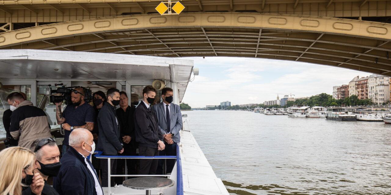 Dunai hajóbaleset – 28 harangütéssel emlékeztek a tragédia áldozataira a katasztrófa második évfordulóján – Fotók
