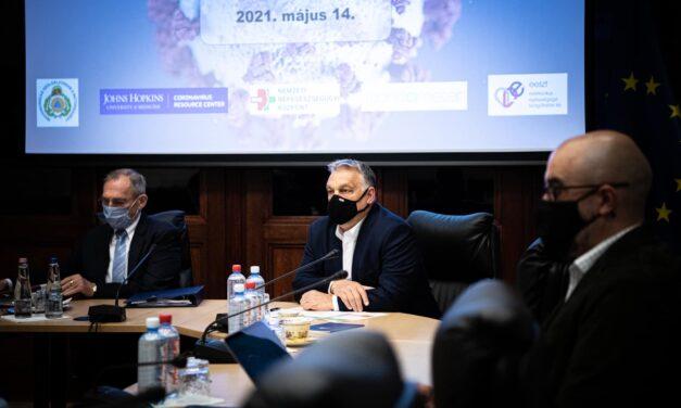 """Orbán Viktor: """"Az esetleges 3. oltáshoz szükséges vakcinát Magyarország már megrendelte, az már itt van a zsákban"""""""