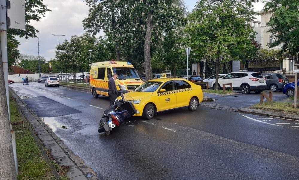 Robogó elé kanyarodott a Városligeti fasorban egy taxi