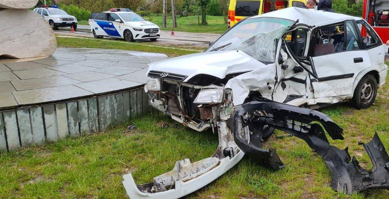 Kisbusz és egy személyautó karambolózott a 11-es főúton, egy pilismaróti férfi meghalt a balesetben