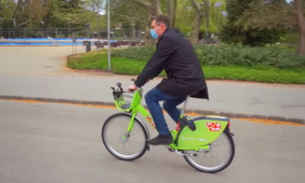 Karácsony Gergely kipróbálta az új Bubit, szerinte a magas és alacsony embereknek is jók lesznek a bringák