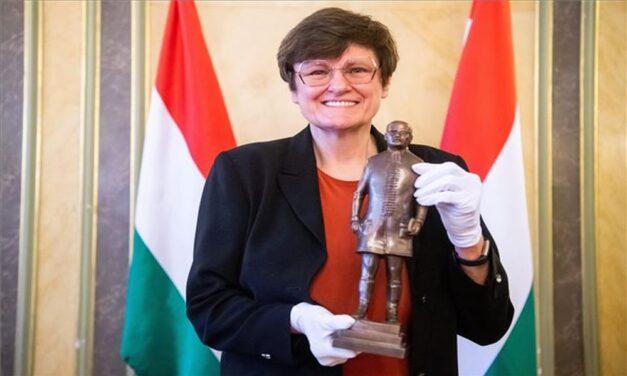 Karikó Katalin megkapta a legrangosabb magyar egészségügyi kitüntetést, a Semmelweis-díjat