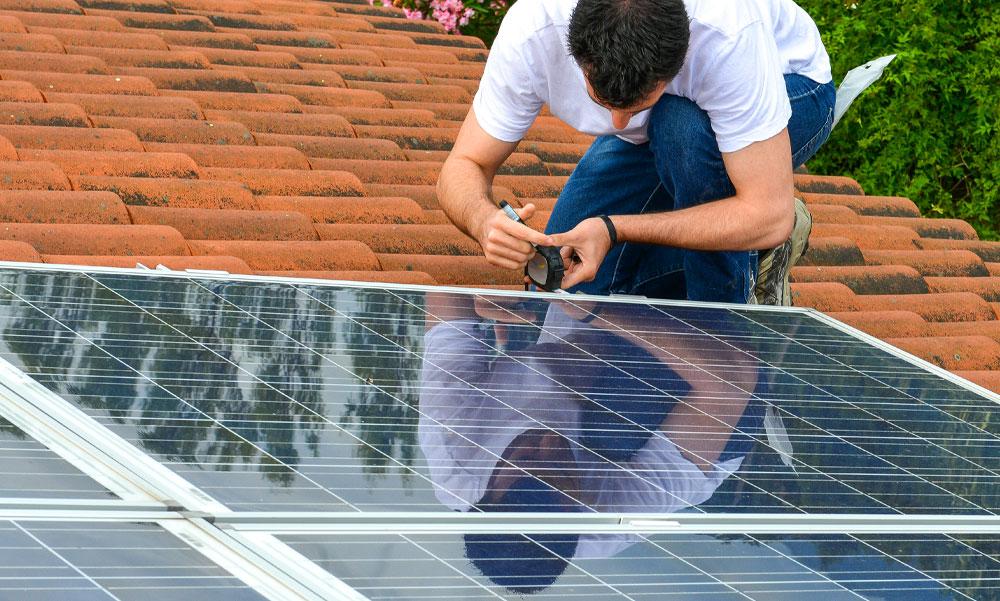 Ingyenpénzt adnak napelemekre július végéig kiírják a gigantikus pályázatot, családok tízezrei juthatnak olcsó energiához