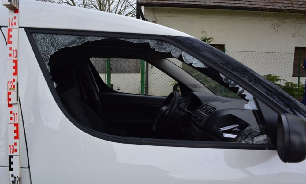 Két nap leforgása alatt 13 autót és 2 boltot tört fel egy férfi Csepelen