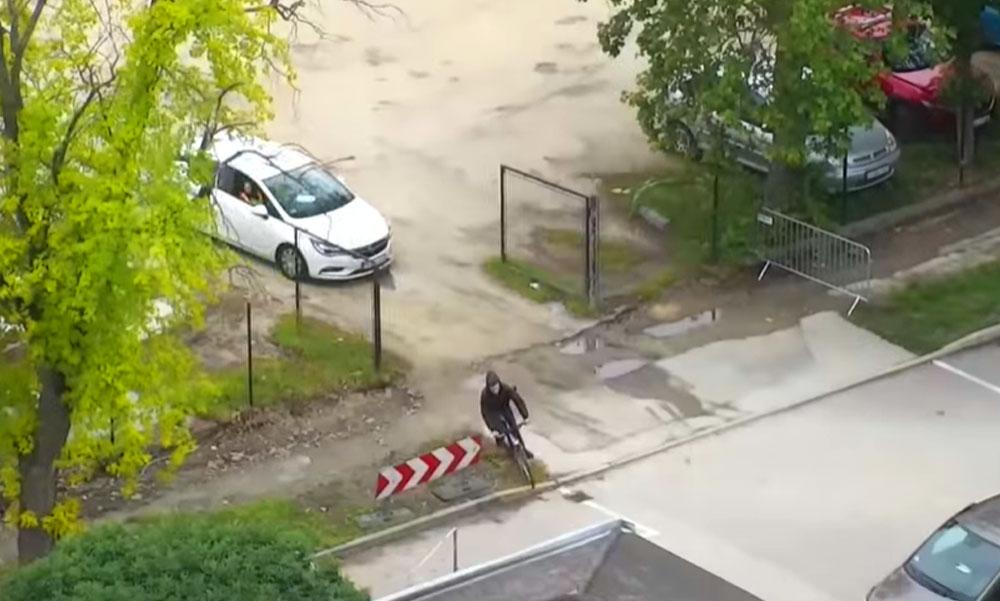 Autóval üldözték a rendőrök a drogos biciklist, még drónt is bevetettek, hogy elkapják