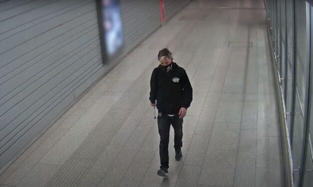 Húsklopfolóval barmolta szét a jegyautomatákat egy férfi Budapesten – videó