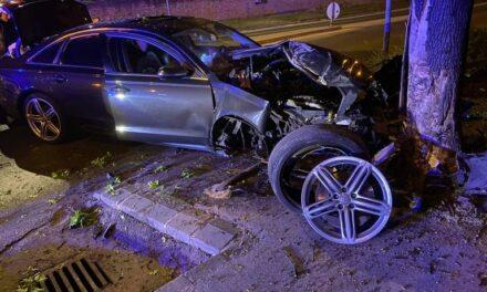 Brutális baleset: lassítás nélkül átszáguldott a körforgalmon, majd fának csapódott egy Audi Szigetszentmiklóson – fotók