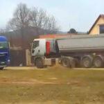 Dübörgő kamionforgalom, fojtogató porszennyezés – kavicsbánya nyílt a váci házak közelében, az ott élők dühösek és elkeseredettek