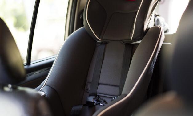 Forró autóban hagyta 6 éves kislányát egy nő Vácon, ez várhat most rá