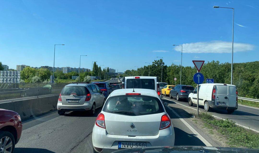 Szentendre felől szinte lehetetlen bejutni Budapestre, motoros baleset történt a 17. kerületben