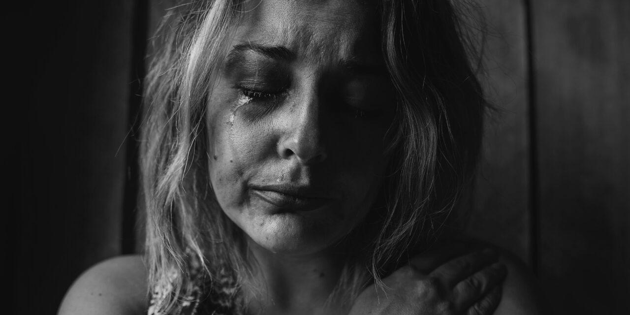 Veréssel kényszerítettek prostitúcióra egy 17 éves fiatal lányt – Így menekült meg fogva tartói karmaiból