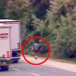 Száguldó kamionok mellett rollerezett egy férfi az M1-es autópályán
