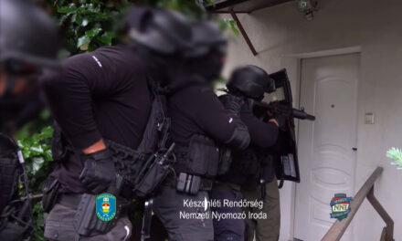 Rajtaütés: egyszerre 16 rendőr indult bevetésre, hajnalban kopogtattak az ajtón, nem menekülhettek a drogkereskedők