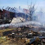 Robbanásveszélytől rettegtek Monoron, egyszerre három ház égett, 19 embernek kellett elhagynia az otthonát