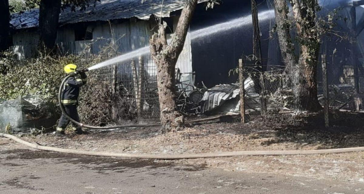 1200 négyzetméteren lángolt egy raktárépület Zuglóban – Fotók a helyszínről