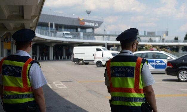A repülőn fosztották ki ezt a Milánóból hazaérkező budapesti férfit – Ők voltak a tolvajok, még az alsóneműjükbe is pénzt rejtettek