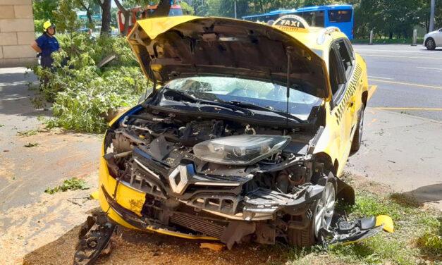 Rejtélyes baleset: Felvágta az ereit, autóba ült és két karambolt okozott a férfi, mégis volt ereje lelépni
