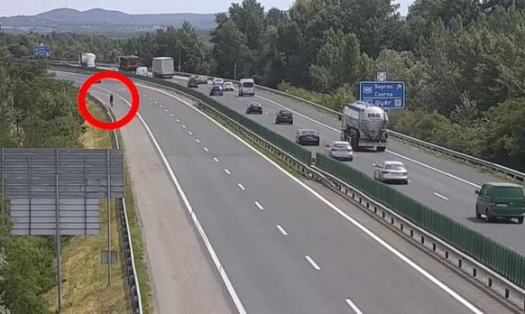 Ez mi? A leállósávban biciklizett egy férfi az M1-es autópályán, az M3-ason is hasonló történt – videó