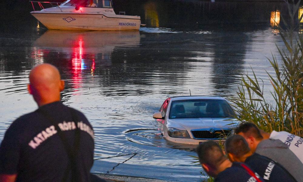 Belerongyolt a Dunába egy autós a soroksári kompnál, búvárok húzták ki a Skodát a folyóból