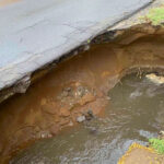 Beszakadt az út a heves esőtől, az óriási lyuk teljesen átalakította Dunakeszi életét