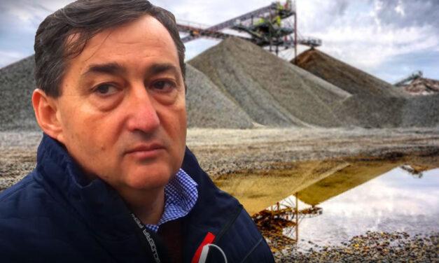 """""""Mészáros és Társa ígérte, hogy felvásárolja a kavicsvagyont, a stadionokból származó anyaggal pedig feltöltik a tavat"""" – mondta Délegyháza polgármestere"""