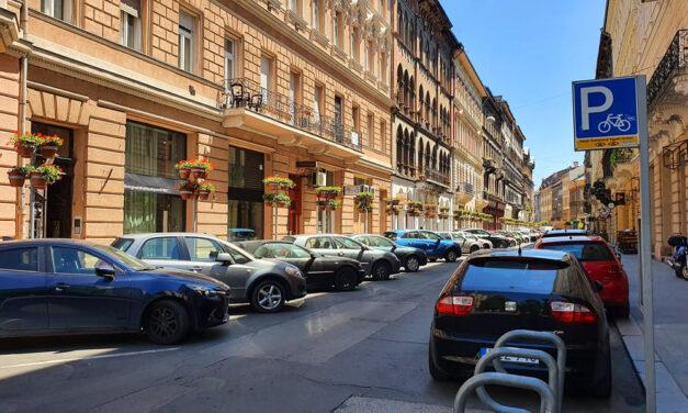 Változik a parkolás a 6. kerületben: a parkolóhelyek egy részét csak helyi lakosok használhatják