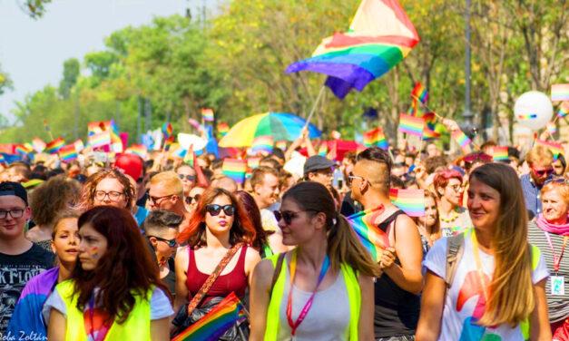 Szivárványszínű Budapest, itt van minden, amit a mai Pride felvonulásról tudni kell