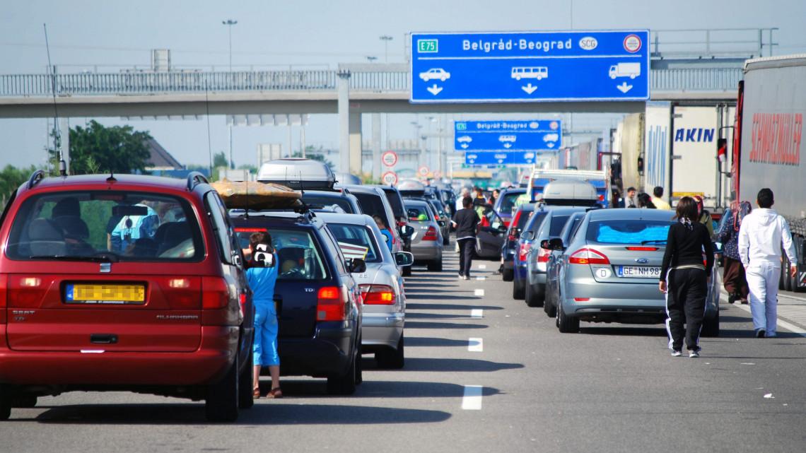 Több órás várakozás közben halt meg egy férfi a magyar-szerb határon: Letenye után a röszkei átkelőt is érdemes elkerülni