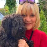 A kutyái miatt haragszanak a szomszédok Szily Nórára, a műsorvezető már elköltözne Csobánkáról