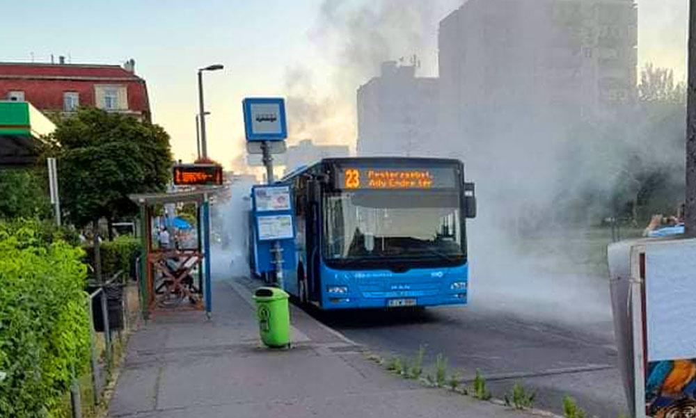 Kiégett egy busz, fulladoznak a sofőrök a hőségben, közben 760 új busz árát vonta el a kormány a főpolgármester-helyettes szerint