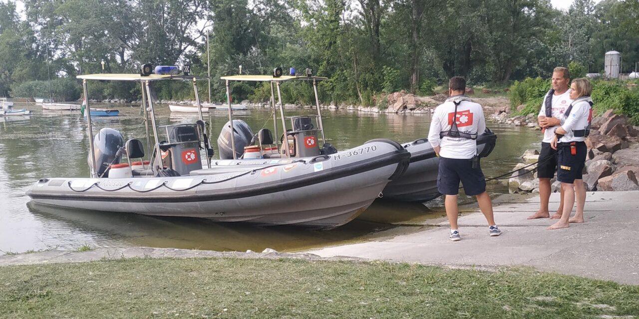 """""""A legrosszabb napom"""" – megtörten nyilatkozott a vízimentők vezetője a balatoni kettős tragédiáról, egy jászberényi család két gyermeke fulladt a vízbe"""