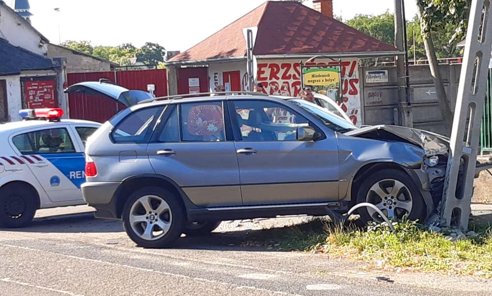 BMW terepjárós asszony azt gondolta, hogy mindig a nagyobb autónak van elsőbbsége