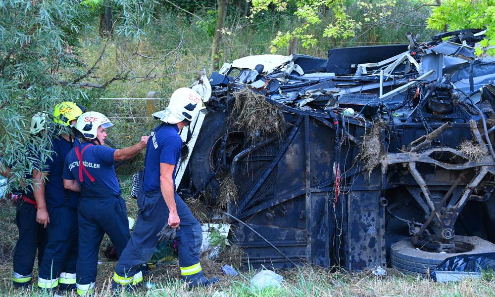 """""""Mi voltunk az elsők, akik megálltak segíteni a buszról"""" – Horvátországból utaztak haza a M7-esen balesetet szenvedett busz utasai, a sofőr is az áldozatok között van"""