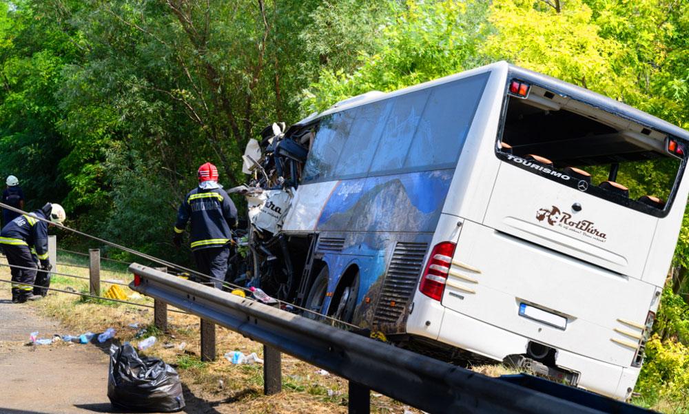 """""""Hiába próbáltuk felhívni az édesapámat, már nem vehette fel a telefonját"""" – megszólalt a buszbalesetben elhunyt sofőr fia, a másik járművezető édesanyját veszítette el az M7-esen"""