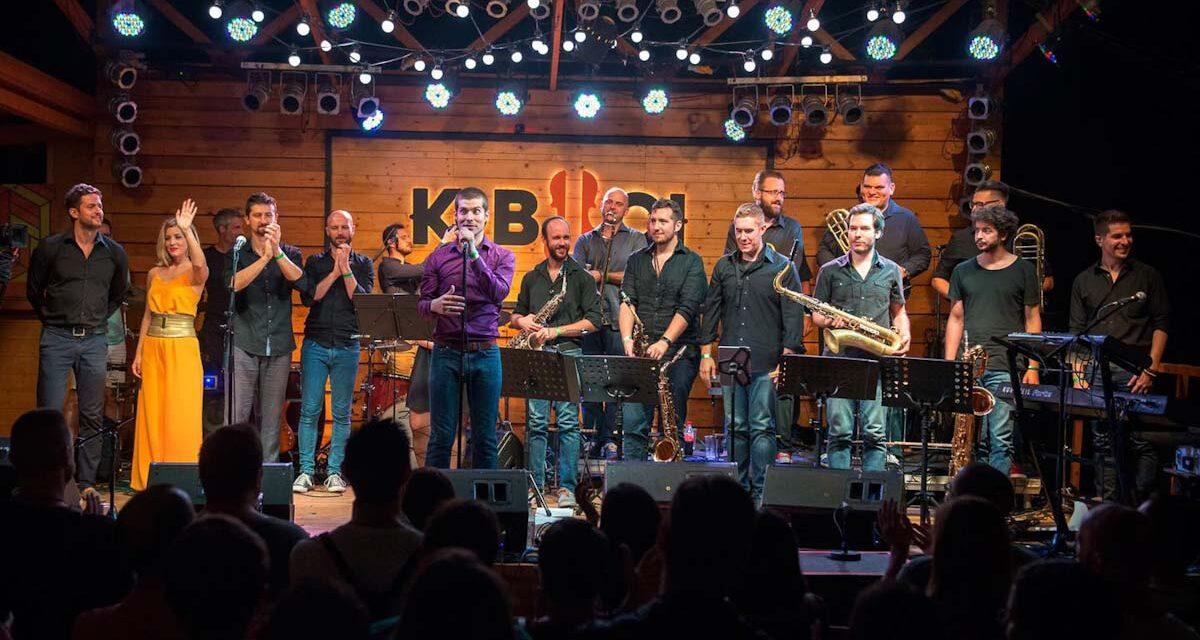 Junk Big Band a Kobuciban, comedy a Mex Rádióban, mester karmesterek, térkövetelő tárgyak és új könyvtárak – színes szerdai progamajánló
